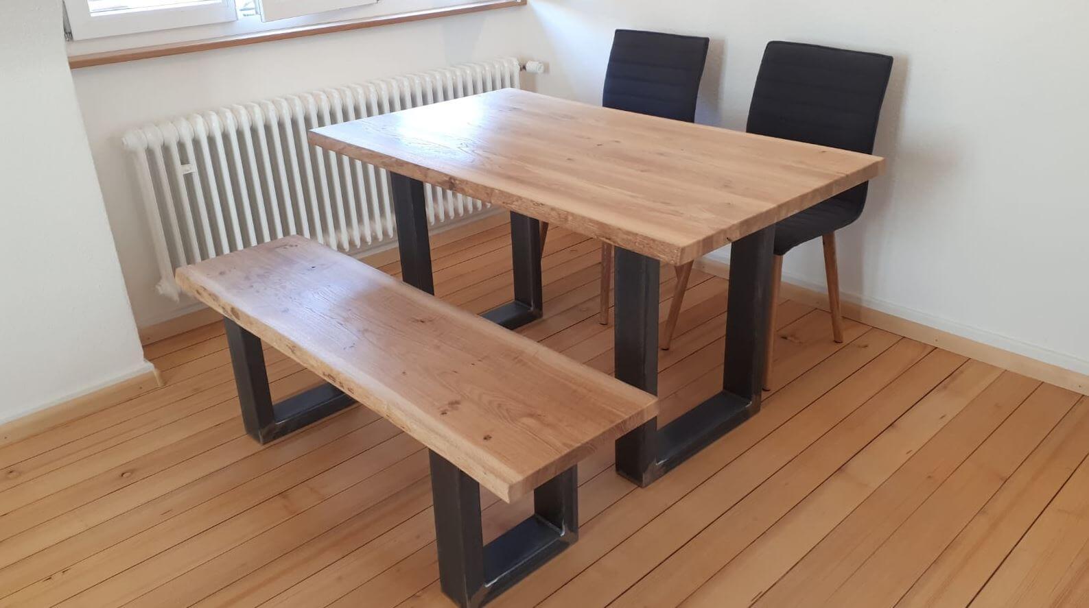 Individuelle Sitzgruppe, Tischplatte Massivholz, Unterbau Stahl