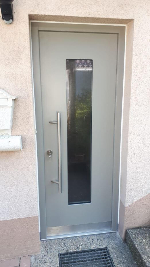 Eingangstür, Haustür, individuell mit Sichtfenster, Metallgriff