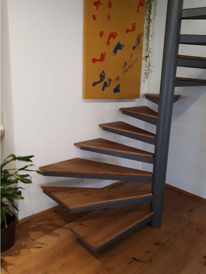 Wendeltreppe Trittfläche individuelles Holz