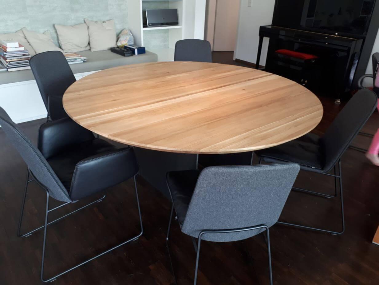 Tischplatte aus unterschiedlichen Massivhölzer Untergestell Stahl