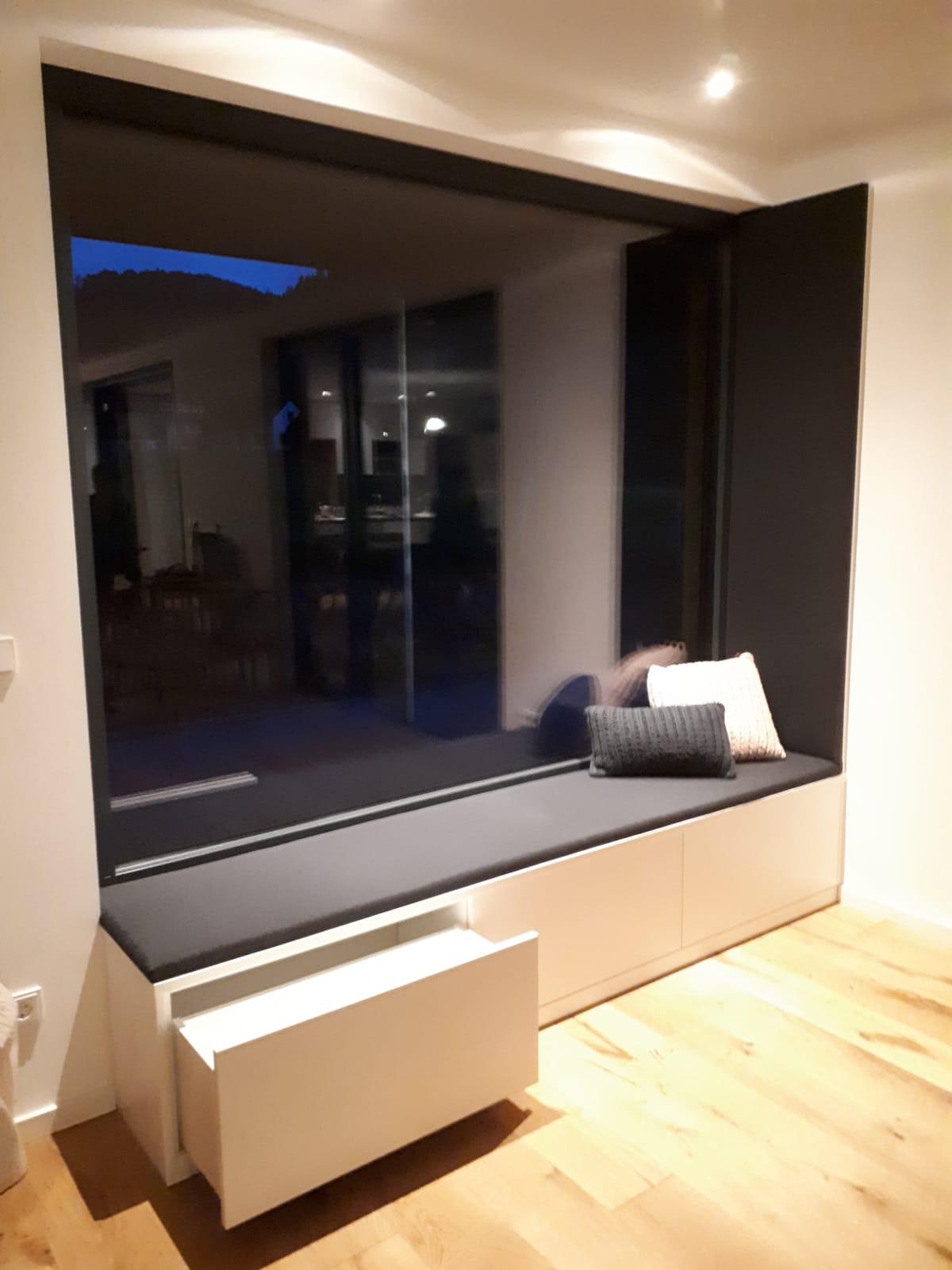 Sitzmöglichkeit Fenster mit Staufach, Schublade, Schreinerei Esslinger Wolfach